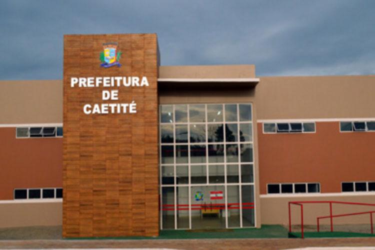 Servidores contratados da prefeitura de Caetité denunciam salários atrasados