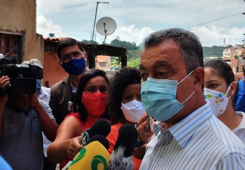 Rui diz que não há data para vacinação na Bahia porque não há vacina aprovada no Brasil