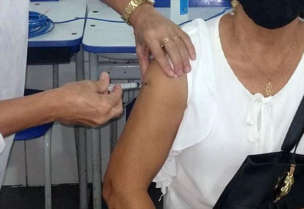 Brumado não está vacinando nesta semana a primeira dose contra Covid-19 por falta de vacina