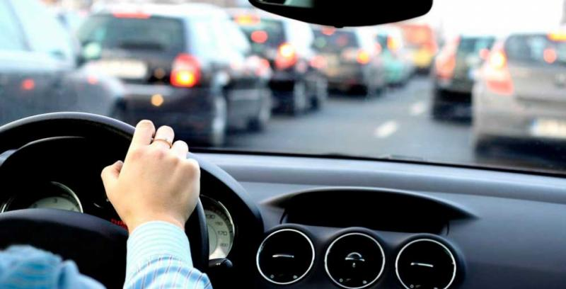 Infração de trânsito para condutor e proprietário do veículo sem CNH. Para quem vão os pontos?
