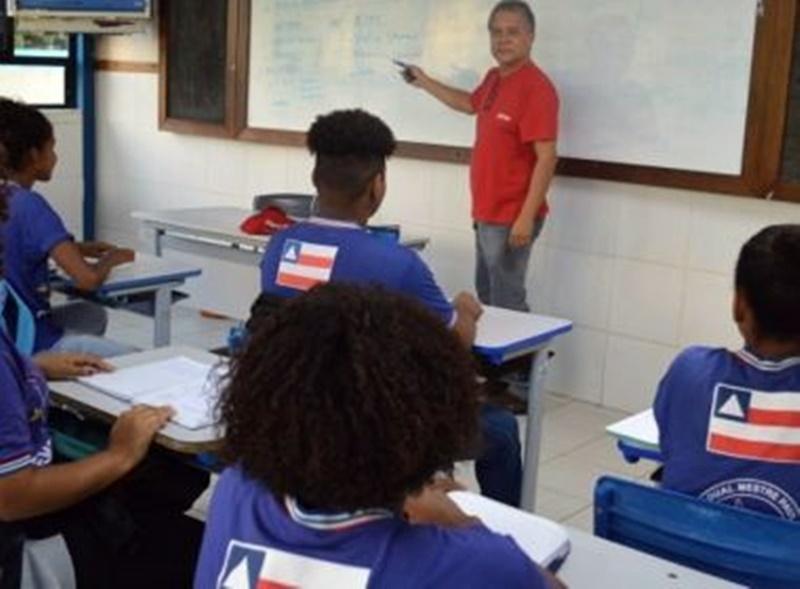 Rui formaliza cursinho pré-vestibular gratuito para estudantes do ensino público
