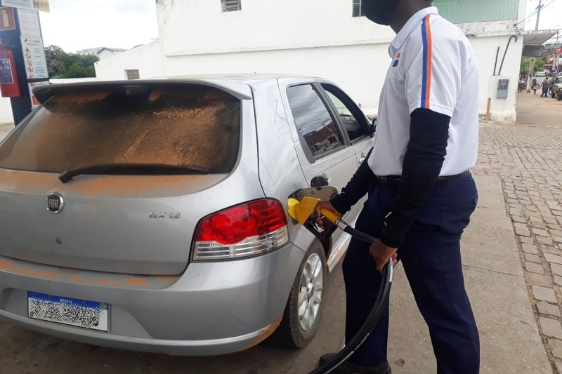Bahia mantém mesma alíquota de cobrança de ICMS sobre preço de combustíveis há quatro anos, afirma Governo