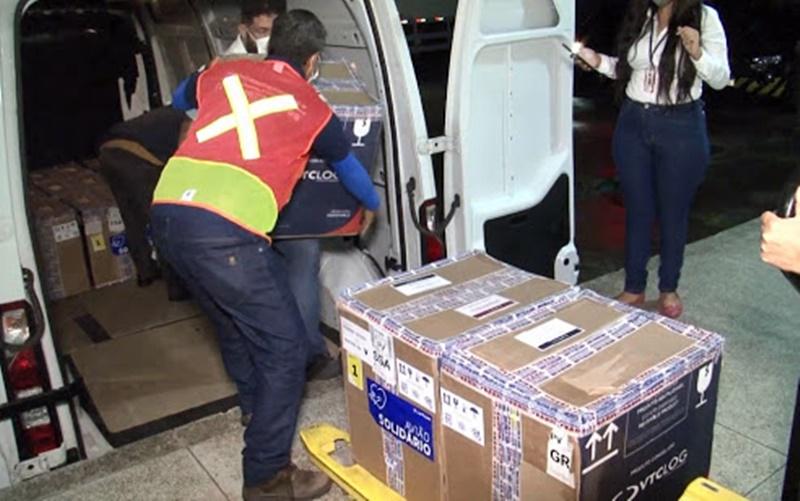Novo lote com 69 mil doses da Pfizer chega à Bahia