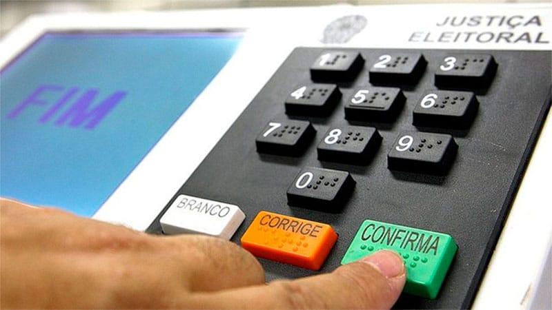 TSE avalia estender votação em pelo menos 1h e reservar horário a idosos