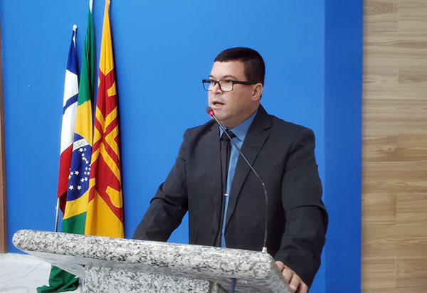 Vereador Rey de Domingão protocolou ofícios ao Superintendente da SMTT e para o Secretário de finanças exigindo a retirada dos tonéis das vias públicas