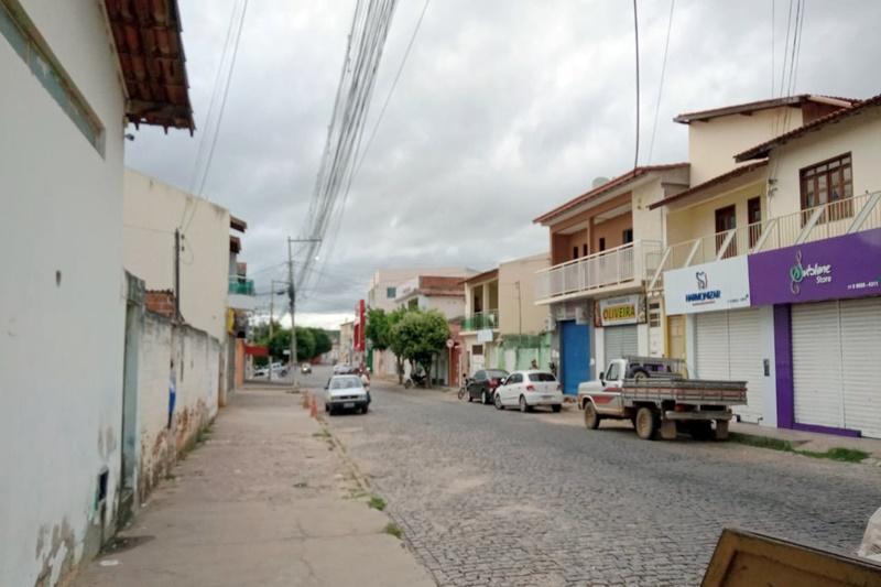 Brumado: em clima de luto coletivo, ruas vazias e população recolhida na manhã deste sábado (27)