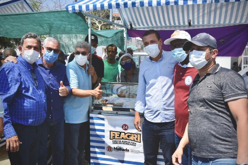Waldenor e Zé Raimundo vão a FEAGRI de Malhada, entregam novos equipamentos e fortalecem a saúde municipal